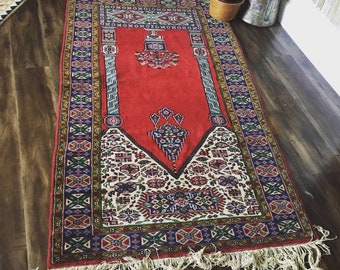 FREE SHIPPING in US! Handwoven Authentic Rug ( Persian ? )