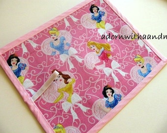 Chalkimamy TRAVEL Chalkboard mat made with pink Disney princesses (a)