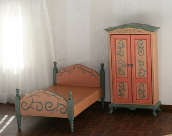 Set of wardrobe and bed of Dutch-style, hand-painted in salmon and green with aged for a Dollhouse effect.