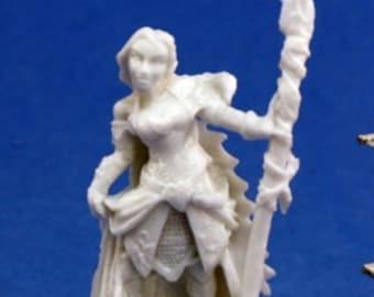 Reaper Miniatures - Devona, Female Wizard - 77036