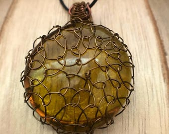 Green netted wire pendant