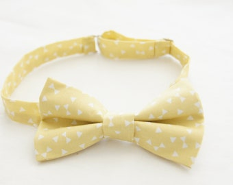 Pale yellow bow