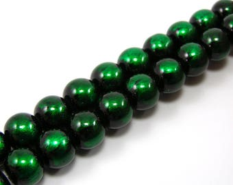 Set of 20 glossy 10 mm green glass beads