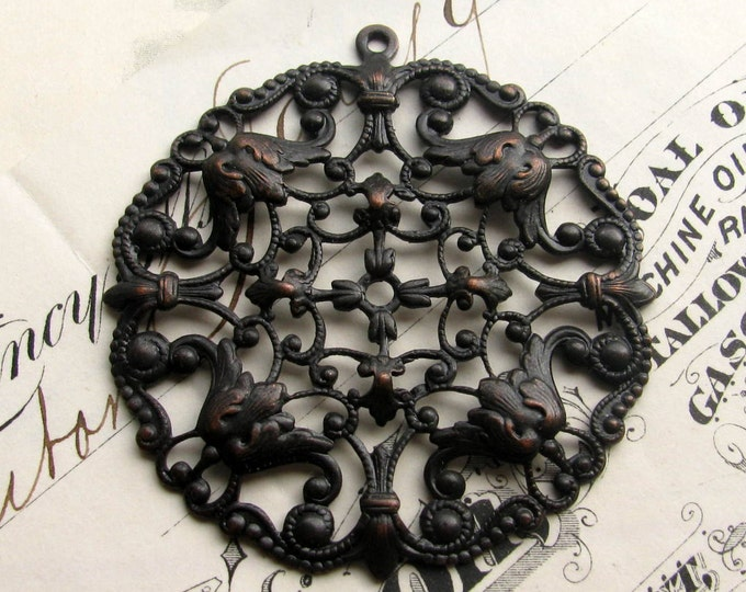 Art Nouveau Flourish round black filigree pendant, 49mm antiqued black brass, blackened brass, pierced ornament, dark patina OR-FF-016