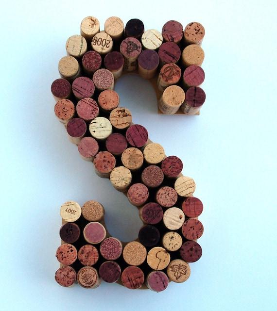vin cork lettre s fabriqu partir de bouchons de vin vrai. Black Bedroom Furniture Sets. Home Design Ideas