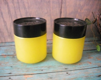 YELLOW and Black Salt and Pepper Shakers Mod Retro Totally Cool Glass 60s or 70s original