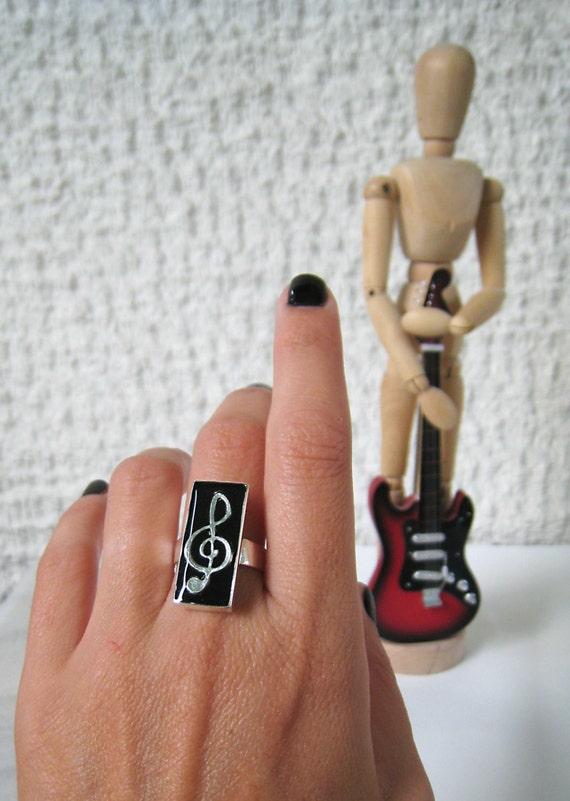 Treble clef ring, music ring, black resin ring, music note ring, modern minimalist, jazz rock musical musician jewelry, music teacher gift