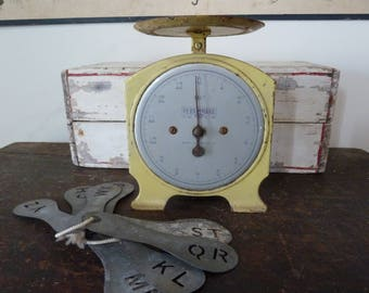 vintage kitchen scales persinware rare color / made in australia / vintage kitchen scales / vintage kitchen / kitchen decor / yellow scale