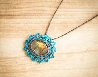 Labradorite necklace, labradorite macrame necklace, labradorite micromacrame necklace, labradorite macrame pendant