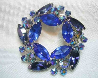 Vintage Weiss Shades of Blue Rhinestone Brooch Prong set