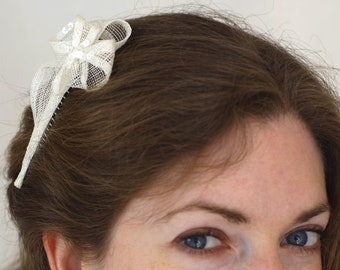 Flower brooch hair topped with pearls for bride - Sparrow