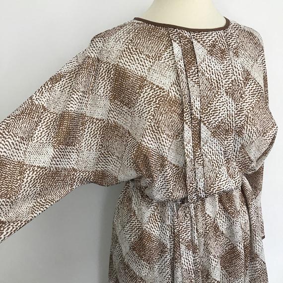 Vintage dress, brown checkered, nu wave print, plus size vintage, batwing, UK 20, 1980s does 50s day dress, volup, houndstooth