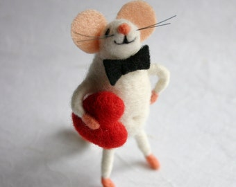 Felted mouse, Felt mouse with heart, Amorous mice, Cute woolen mouse, Mouse miniature, Holiday figurine, Mouse figure, Collectible animal