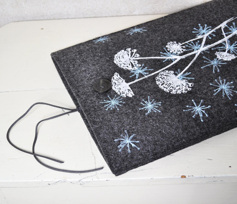 "13"" Macbook Pro / Air case - Felt Laptop sleeve with Wild Flower Pattern - Dark gray Screenprint cover"