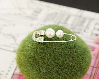 Fashionable mono Earring brooch For Women Pins earrings silver pearl Color is clearly created with rhinestones White pearl