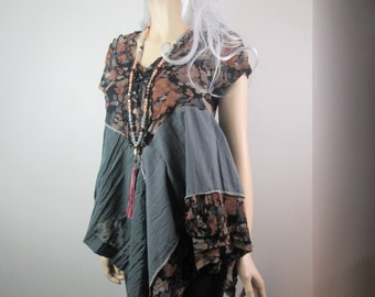 Boho Lagenlook Tunic Flowing Gray Rust Floral with Ruffles Shabby Romantic Cottage Chic One Size Fits S - L