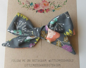 Oaklie Hand-Tied Bow in Gray Floral
