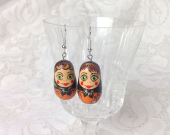 Matryoshka doll Earrings / Hand painted on Wood / Vintage Russia