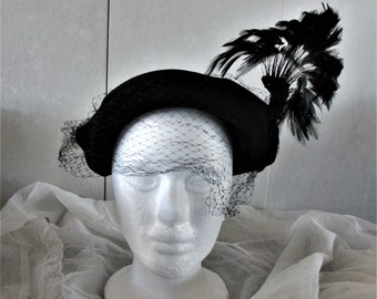 Womans Hat 1940s Black Wool Beret with Feather by Glenover for Henry Pollak New York vintage