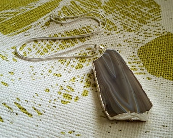 NECKLACE: Simple But Elegant Silver Chain Necklace with a Lovely Earth Toned Agate Pendant