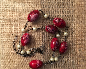 Chain necklace with red and faux pearl beads