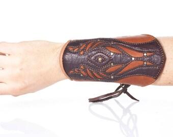 Tyton Leather Bracer | Single Bracer | Brown & Tan | Cow Fur | Leather Cuffs | Brass | Renaissance Fair | Elven | Adjustable Sizing | S/M