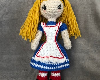 Crochet Vintage Alice in Wonderland