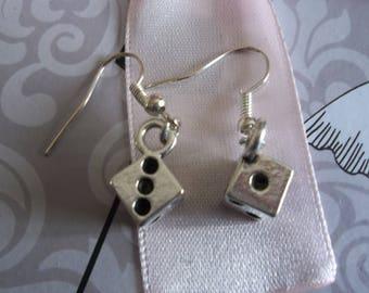 silver pattern of earring