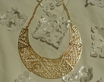 A Nice Geometric Collar Necklace
