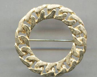 Twisted Rope Design Circle Gold Tone Pin