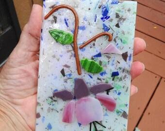 Schmelzglas Fuschia Suncatcher, rosa und lila Glas, Schmelzglas Blume Sonnenfänger, Frühling Sonnenfänger, Gartenkunst