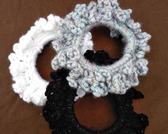 Set of 3 crocheted scrunchies