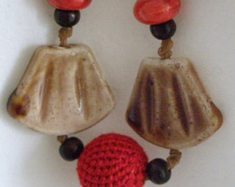 Ethnic necklace red and chestnut