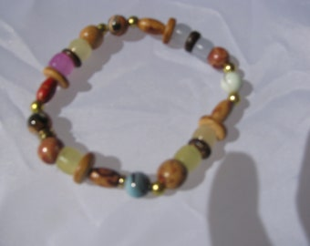 Stretch bracelet, UV sensitive beads, Neutral colors, wood beads, Upcycled beads, recycled, elastic, casual, Lupus, Skin, cancer, fun, gift
