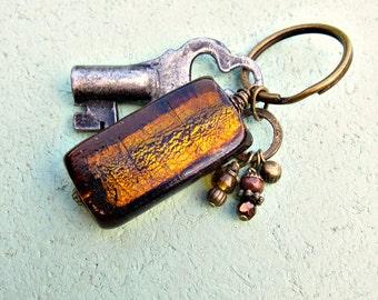 Porte-clés en laiton avec l'Accent de verre brun: bonbons caramel