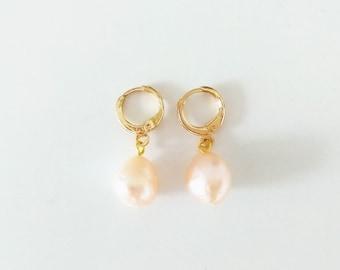 Sweet Pink Small Minimalist Irregular Keshi Freshwater Pearl Hoop Earrings / Simple Gold Freshwater Pearl Hoops