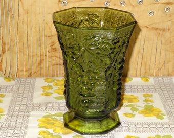 Anchor Hocking Avocado Green Glass Pedestal Vase / Green Grape Vine Vase / Green Glass Vase / Green Octagon Vase / Green Pedestal Vase