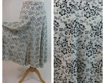 80s vintage midi skirt. White and black floral print. Size XS - S.