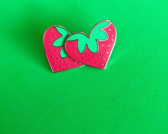 STRAWBERRY HEART stud earrings