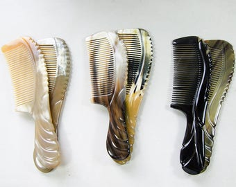 Sturdy horn comb with decorative details