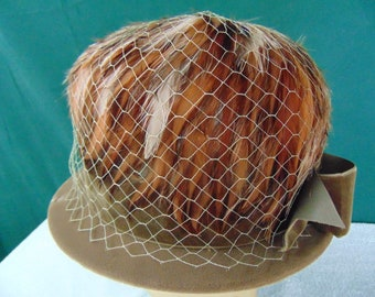 Vintage Woman's Hat  size (est.7) front to back  7 1/4in. side to side 6 3/4in. Brim  1 3/8in. Crown 6in.