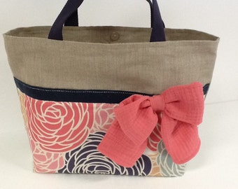 Tote bag in linen, flowers print, navy blue and coral, large bow, with matching pouch / linen beach bag, coral, navy, silver wire