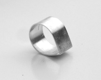 Wide silver raindrop ring. Modern silver band.