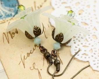 White Lucite Earrings, White Earrings, White Lily Earrings, White Flower Earrings, Lucite Flower Earrings, Bridesmaids Earrings under 15