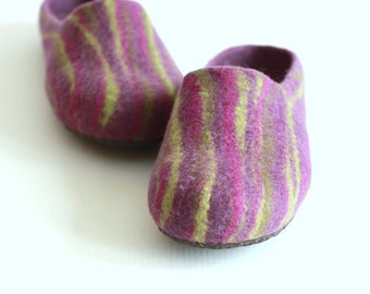 Women house shoes - felted wool slippers - Wedding gift - purple / violet  with green stripes - Mothers day gift - gift for her