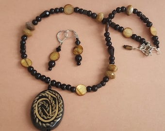 Decorative Wood  Pendant Necklace with Earrings