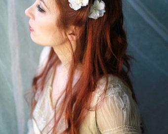 White flower hair clips, lace bridal hair pins, wedding clip set, floral bobby pins, shabby chic wedding, bridal flower pins, hair accessory