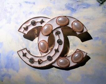 Designer Enamel faux pearl Brooch