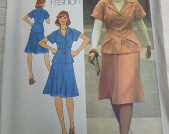 7298 Simplicity Size 11jp & 13jp Bust 34 and 35 Junior Petite Contains Two Sizes Vintage 1975 Pattern Uncut