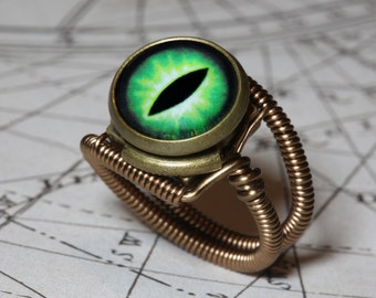 Eyeball ring, Green Eye, Dragon eye, Steampunk ring, Bronze, Lizard eyeball, Snake eye jewelry,  Catherinette Rings, dungeons dragons dnd